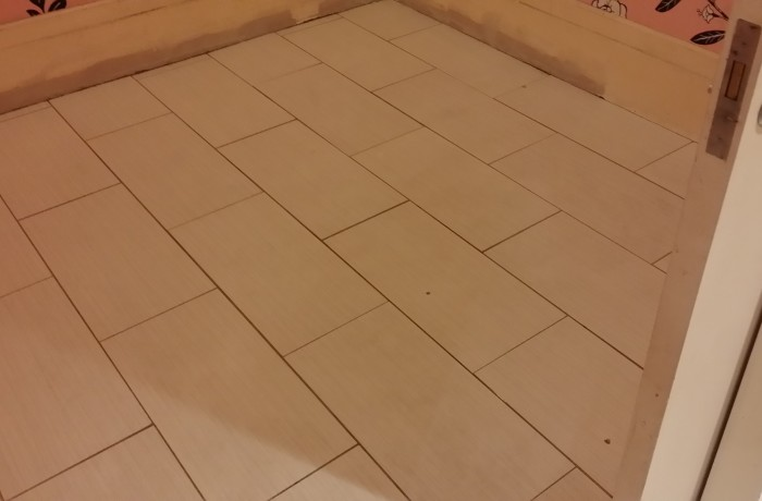 Salon ceramic tile cleaning